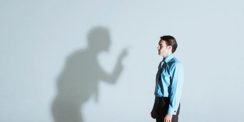 Menghadapi dan menerima kritik